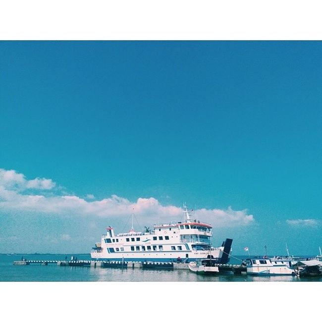 Tied the knot, spread the screen, and yes off we go !!! ⚓?⛵ Karimunjawatrip Lostbythesea Vscocam Vscophile