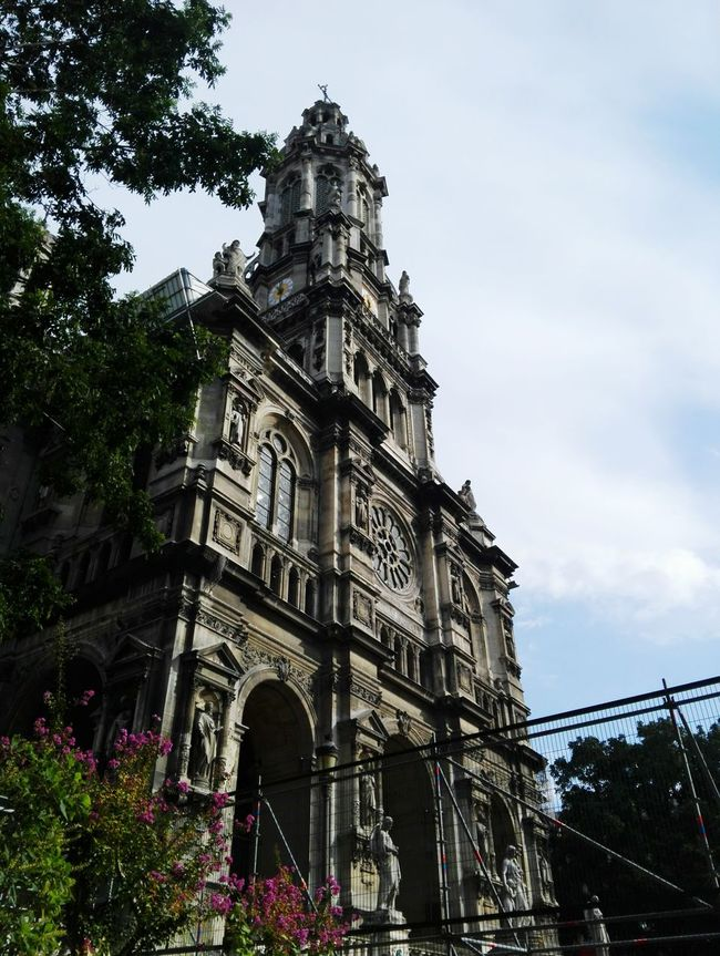 Architecture Building Exterior Built Structure Low Angle View Religion Spirituality Church Place Of Worship Cathedral Sky City History Travel Destinations Arch Outdoors Cloud - Sky Day Spire  Tourism Famous Place