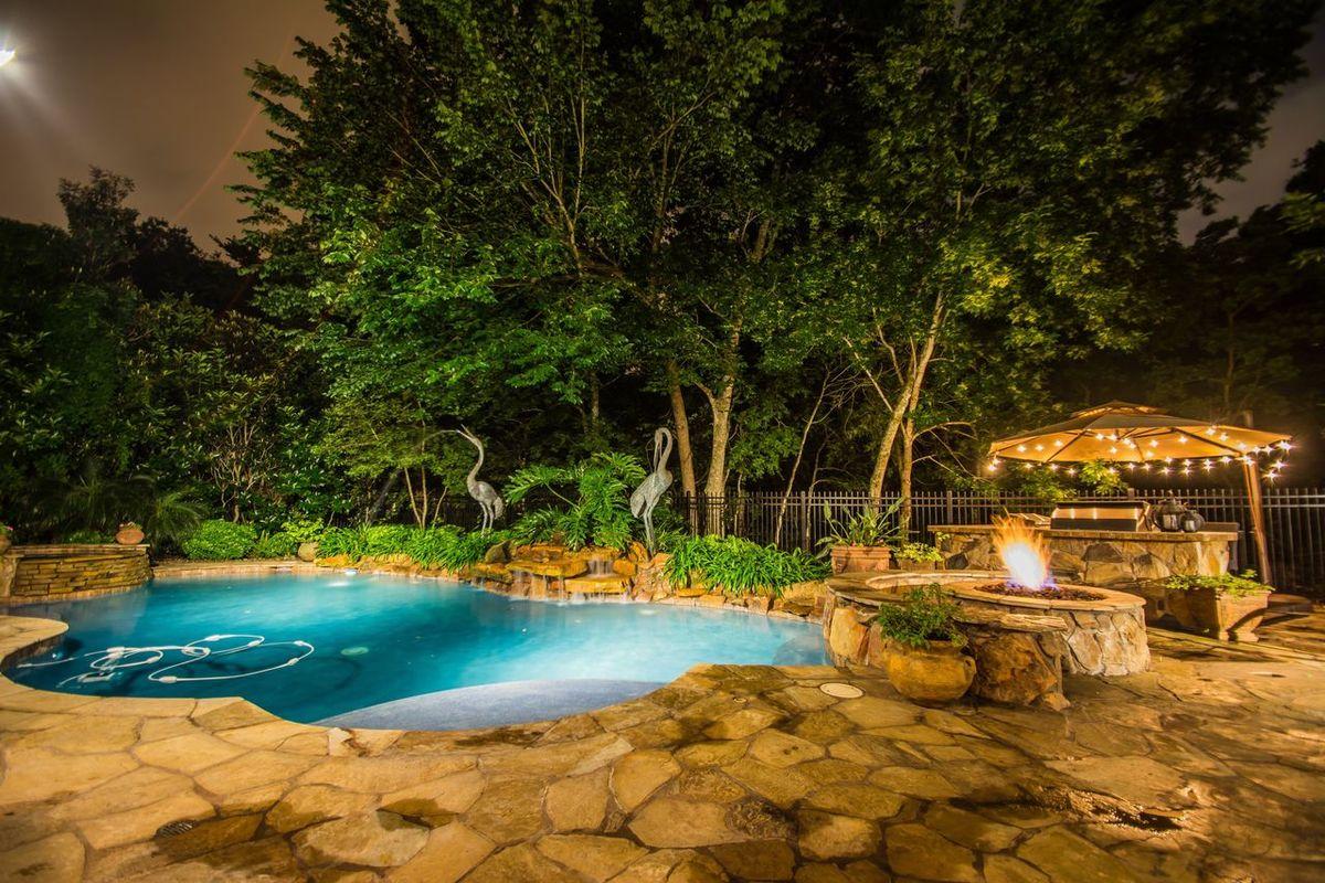 Real Estate Photography Shot with Nikon D7100 Follow me also on: Twitter, Snapchat, 500px: @lgurdanetah Real Estate Night Photography NightShots Home House Luxury Living Texas Katy