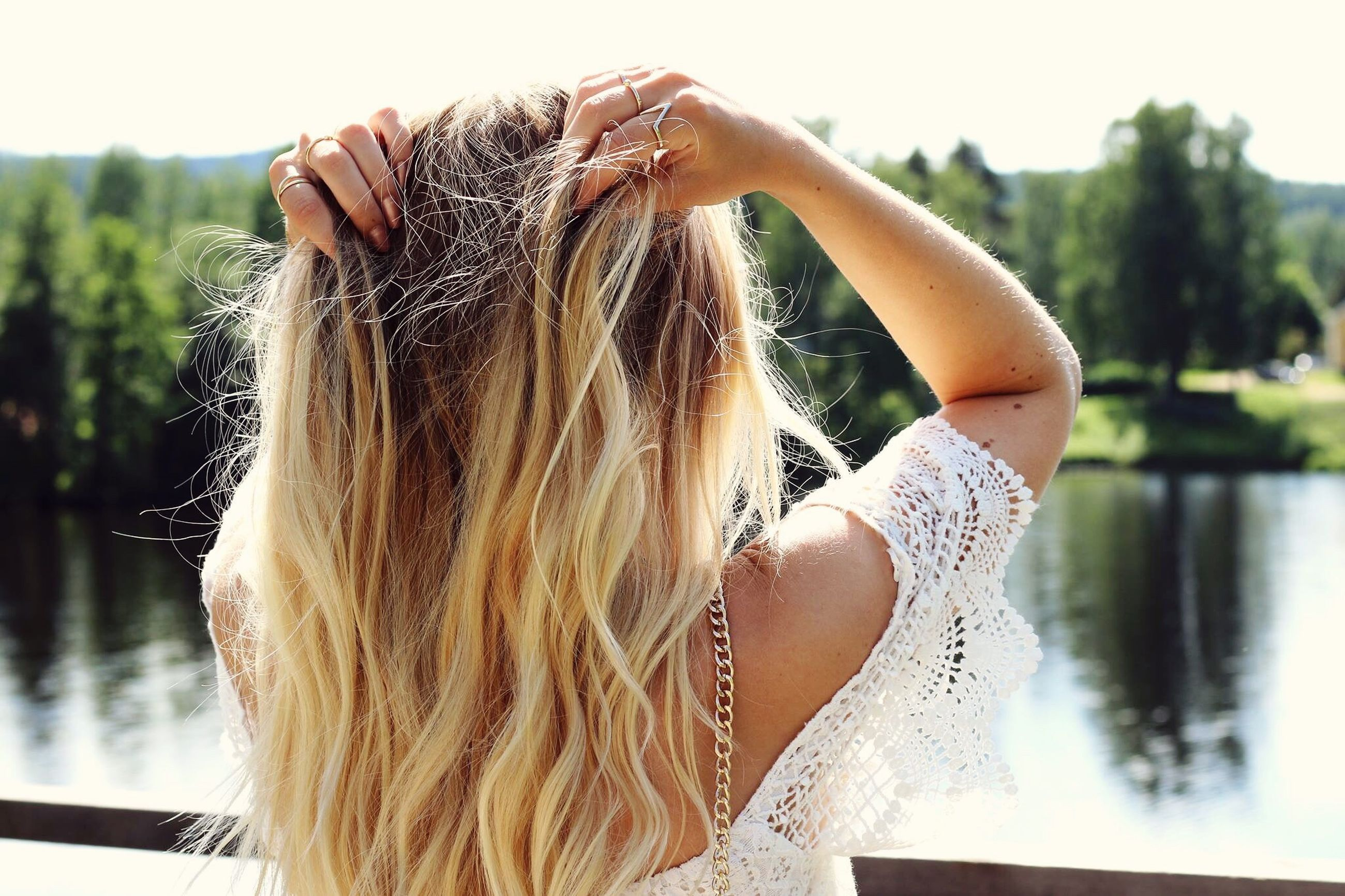 long hair, young women, focus on foreground, person, young adult, lifestyles, human hair, leisure activity, close-up, headshot, rear view, brown hair, side view, blond hair, sunlight, day