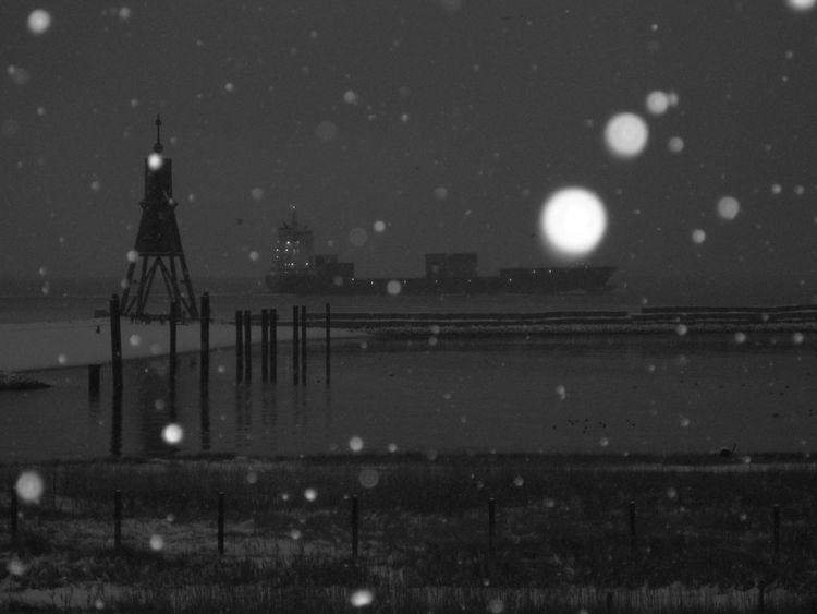 Beauty In Nature Kugelbake Night Nordseeküste Snowflakes Strand Mal Anders Water Wintertime EyeEmNewHere