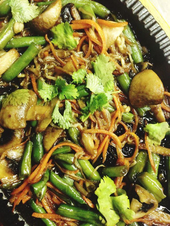 Кайо но ясай яки - овощи в устричном соусе, вкусно, но мало и жирно.