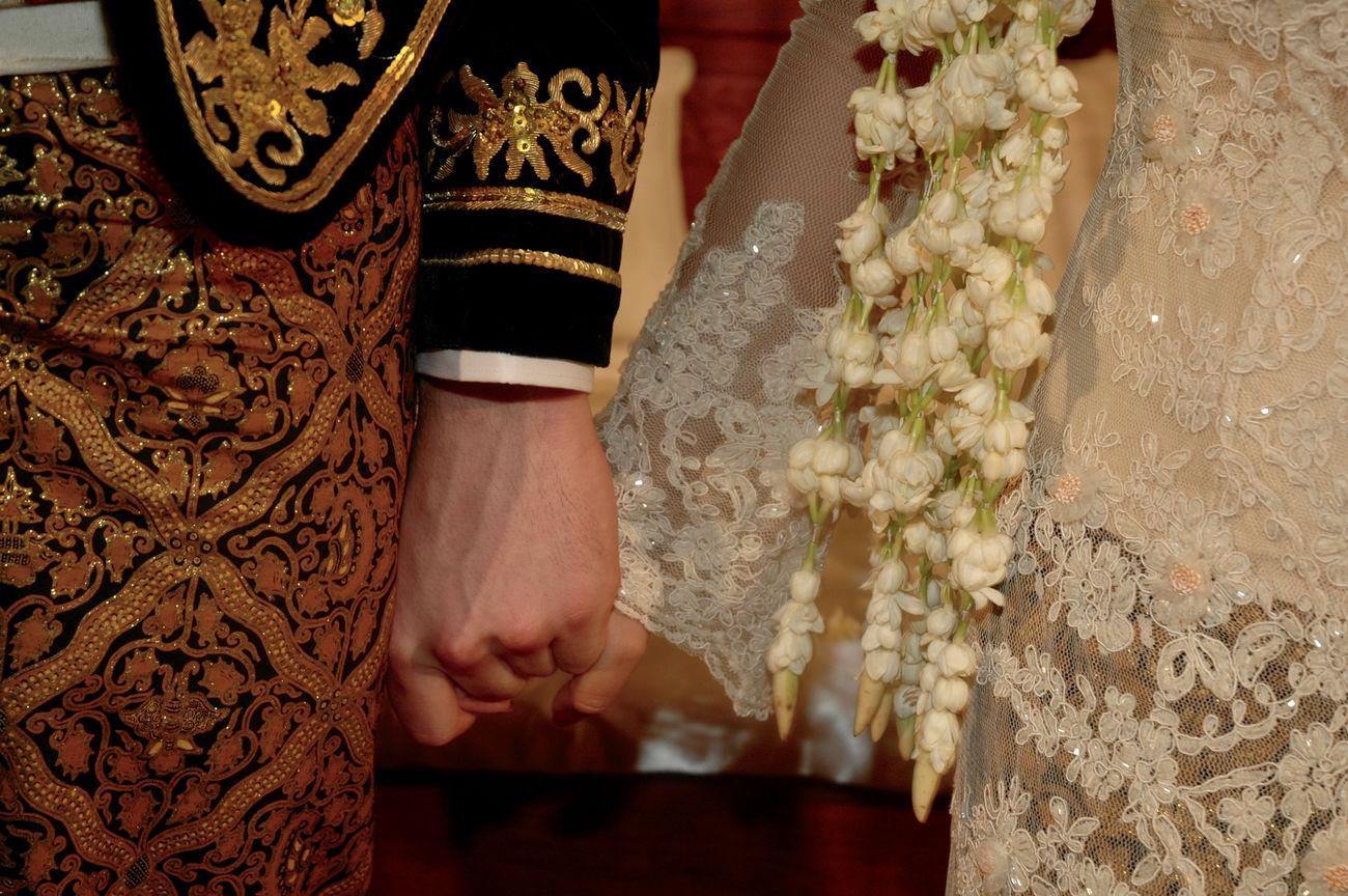 Culture INDONESIA Indonesian Wedding Jasmine Flower Java Javanese Culture Traditional Clothing Wedding