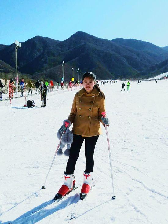 滑雪 🎿 Mountain Snow Ski Holiday Skiing Winter Winter Sport Cold Temperature Outdoors Standing People Sport Vacations