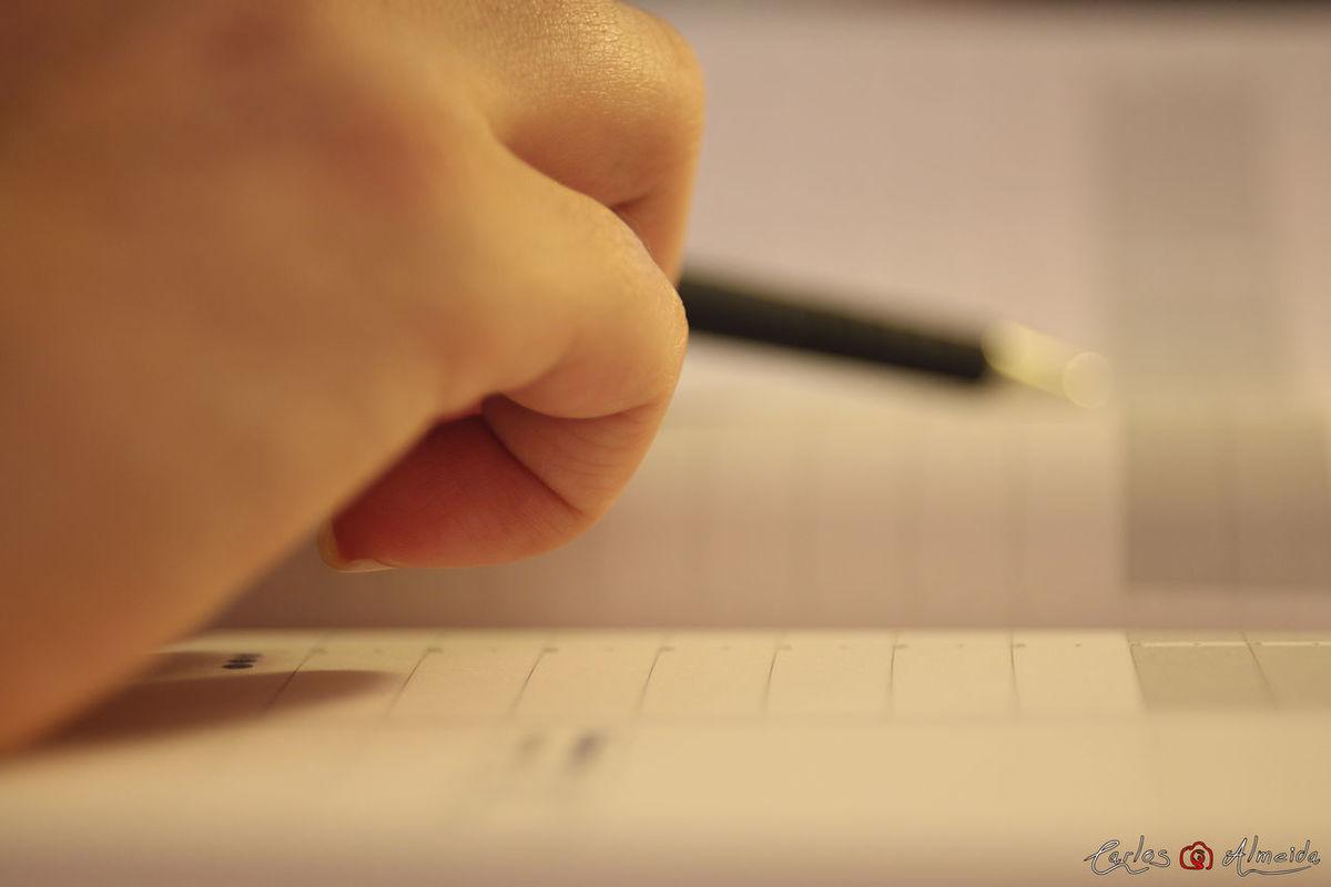 "Title: ""Escreve-me"" Place: Serris, France Date: 22-10-2013 - 13h38 Camera: Canon EOS 60D Lens: Minolta MD 50mm f/2 Software: Raw photo, no edit. Adobe Lightroom for level image. All rights reserved © Carlos 'Ammok' Almeida Agenda Ammok Caneta Close-up Ecriture Escrever Esferografica Human Finger Human Hand Pen Selective Focus Stylo Typing Working Write"