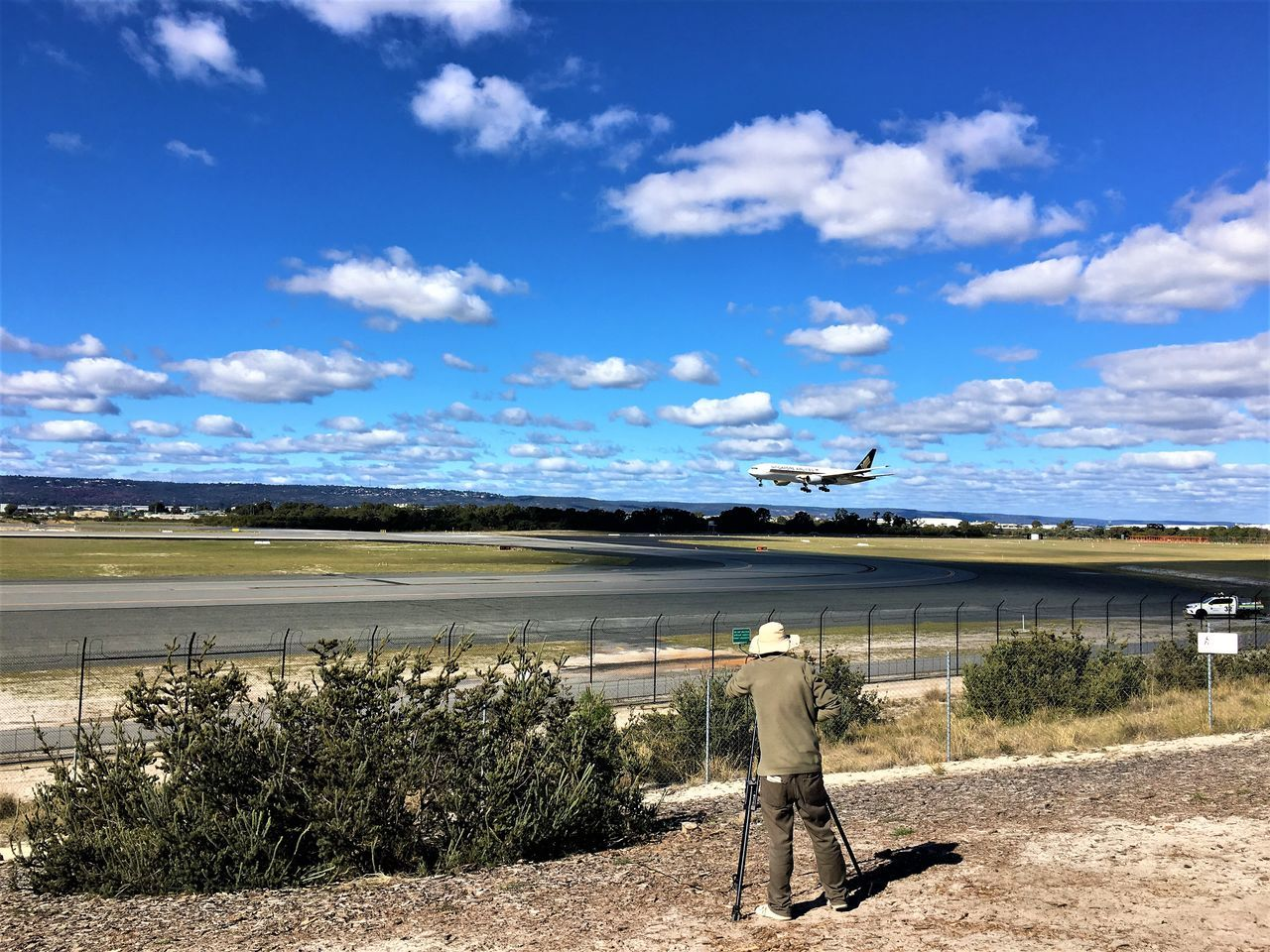 Quantas Hobbyphotography Hobby Transportation People Australia Real People Cloud - Sky Outdoors Flying Plane Spotting Air Vehicle One Person Airplane Sky Day Perth Airport Landing Capture The Moment Spotting Rear View Photography Enthusiast Plane Airport