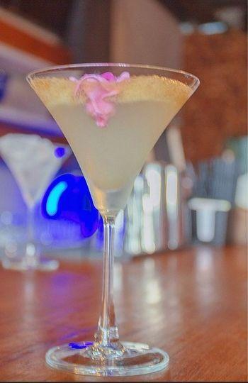 Cocktails Cocktail Lounge Bar Bartender Mixology Culture