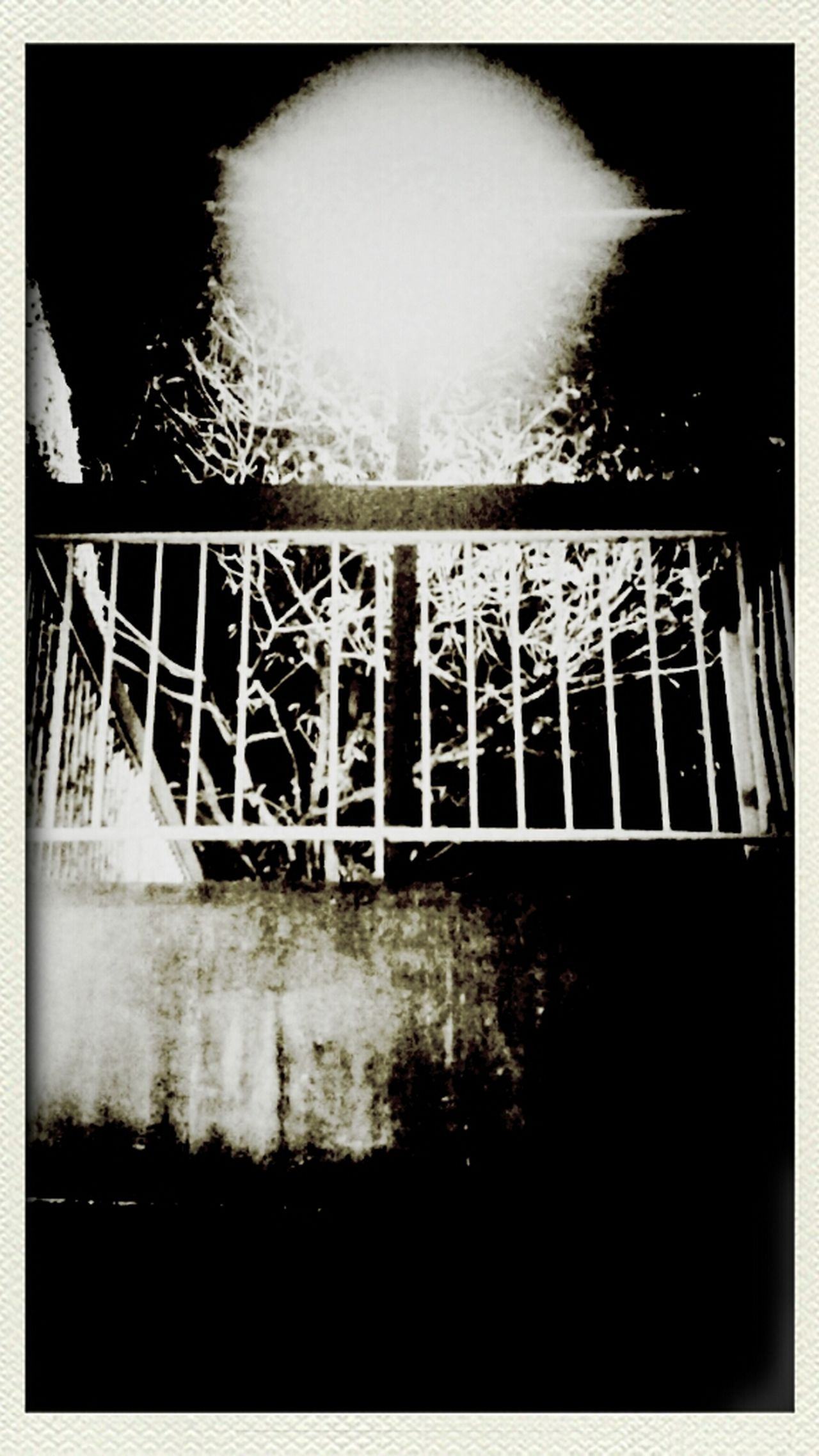 Black And White Andrography Phoneography Vignette For Android Burnaby Harsh White And Brown?