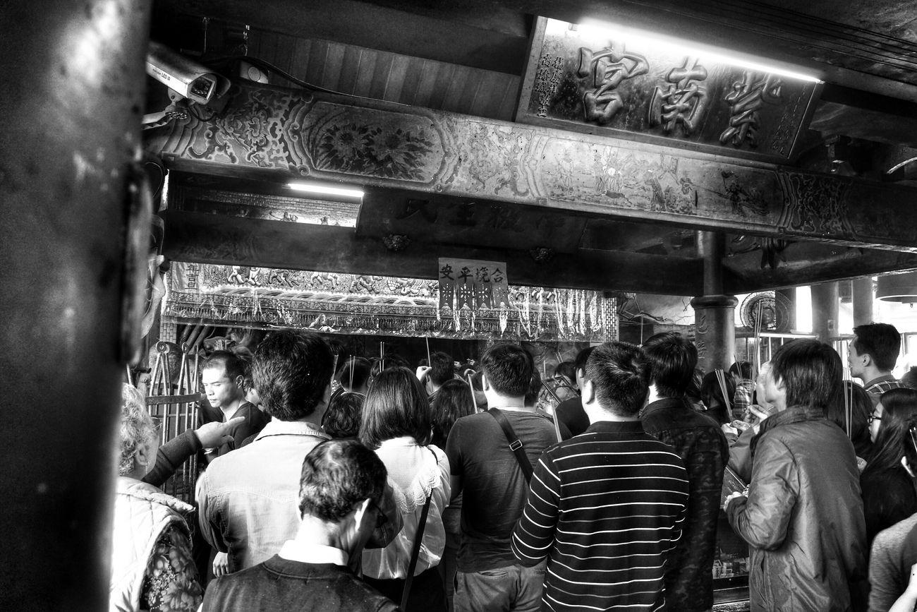 新年新希望 make a wish for new year Blackandwhite Portrait Monochrome What I Saw The View And The Spirit Of Taiwan 台灣景 台灣情 Streetphotography People Temple Asian Culture