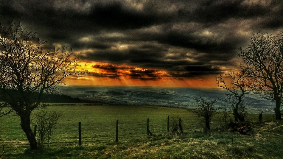Wales Wales You Beauty Colour Portrait Village View Welsh Countryside Simplistic Beauty Taking Photos Valley View Wales❤ Breathtaking View Distance Don't Mean Shit. Distance Of The Photographer Vision Is Seeing Beyond What's In Front Of You Nature On Your Doorstep Simplistic Beauty Powys Cymru-photography Light Beams Sunset #sun #clouds #skylovers #sky #nature #beautifulinnature #naturalbeauty #photography #landscape Cloud Porn