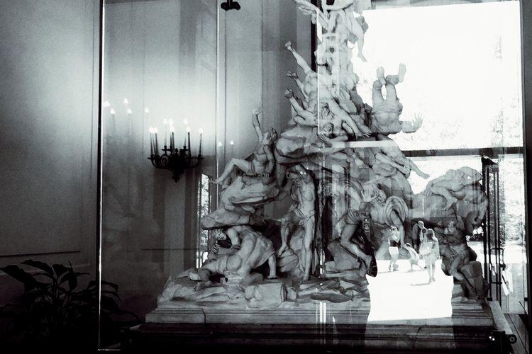 Art Art Gallery Italian Art Italian Art Gallery Blackandwhite Indoors  Sculpture Reflections Reflection Naples Naples, Italy Napoli Napoli Italy The Week On EyeEm