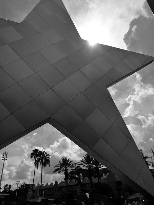 DisneyWorld AllStarSports Sky Cloud - Sky Architecture City Orlando Florida Orlando, Florida- Disney ExperienciaOppy Monochrome Blackandwhite Sunlight Sunny Sky And Clouds Huawei P9 Leica Monocromatico Shooting Portrait Artistic Photo Leica Huawei P9