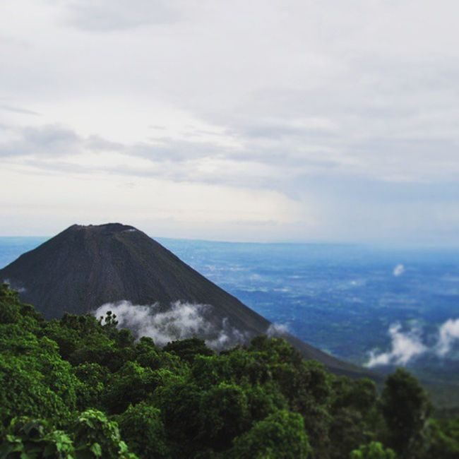 About 5 years ago I set out in an adventure to see a volcano. This is a TBT  of Cerro Verde. ElSalvador  CerroVerde Volcán Volcano Nikon