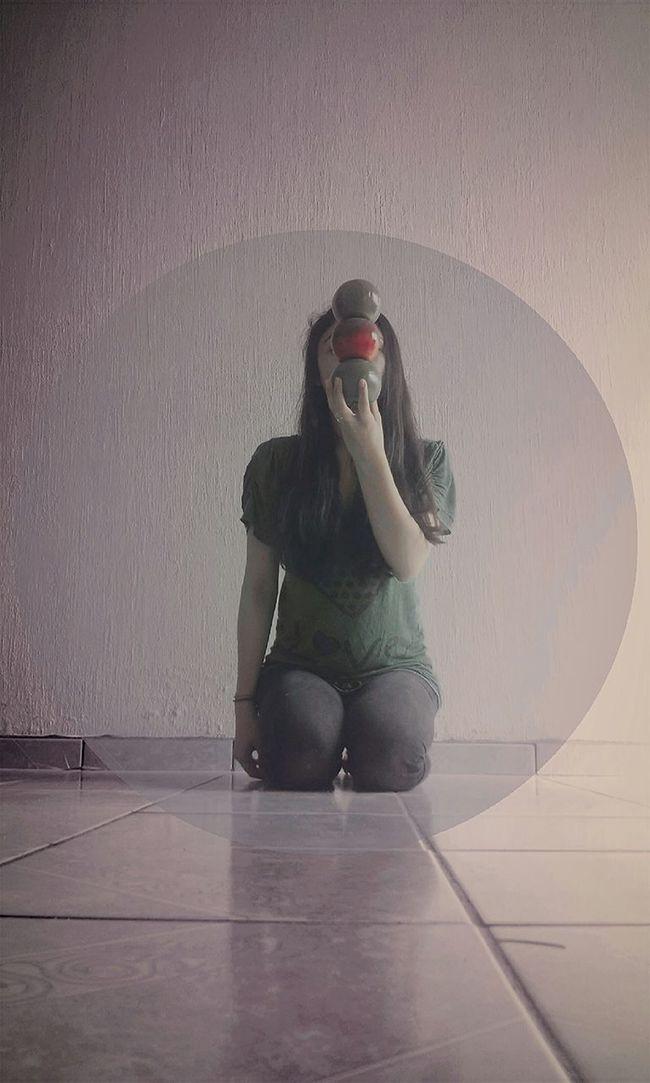Lo único que alcanza a oír es eco interrumpido del silencio. 🍂 Day Photo Silence Photography Perdida Human Face Sola Faces Of EyeEm Person Phothograph First Eyeem Photo Human Eye