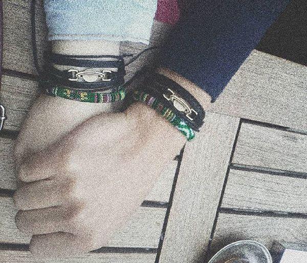Birbirimizin gezegeni olmuşuz.🚀💫 Kavuştuk soluk aldı yüreğimiz.❤ Merhababizuzaylı👾👽 Kavuştuk Saturn Gezegen Mutluluk Ozlem Bilekliklerimiz .❤