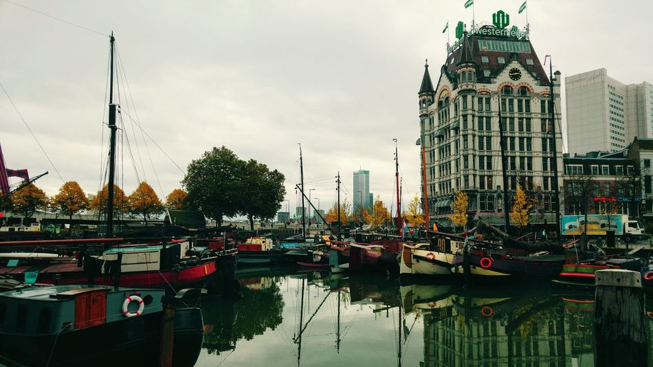 """When the channel's """"waterish breeze"""" from your city reminds you of your home town. Unfortunately you can't feel it. Such an easy photo but full of meaning to me 😊 Rotterdam Oude Haven Channels Water Nostalgia Air Smells Westermeijer Boats Cloudy Day Clouds Colours Of Autumn Afternoon"""