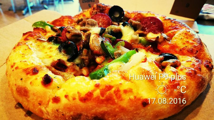 best pizza ever that Dominospizza Dominosmalaysia Huaweibestwei Cantiknyamalaysia First Eyeem Photo