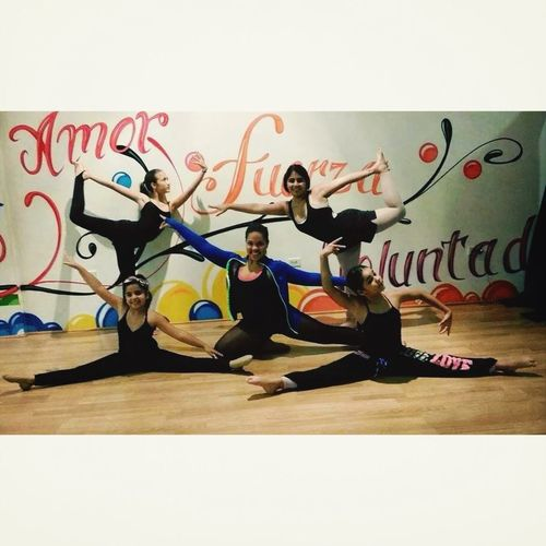 Dancers Contemporarydancers Dancerslifea:e #flexiblity #family ]