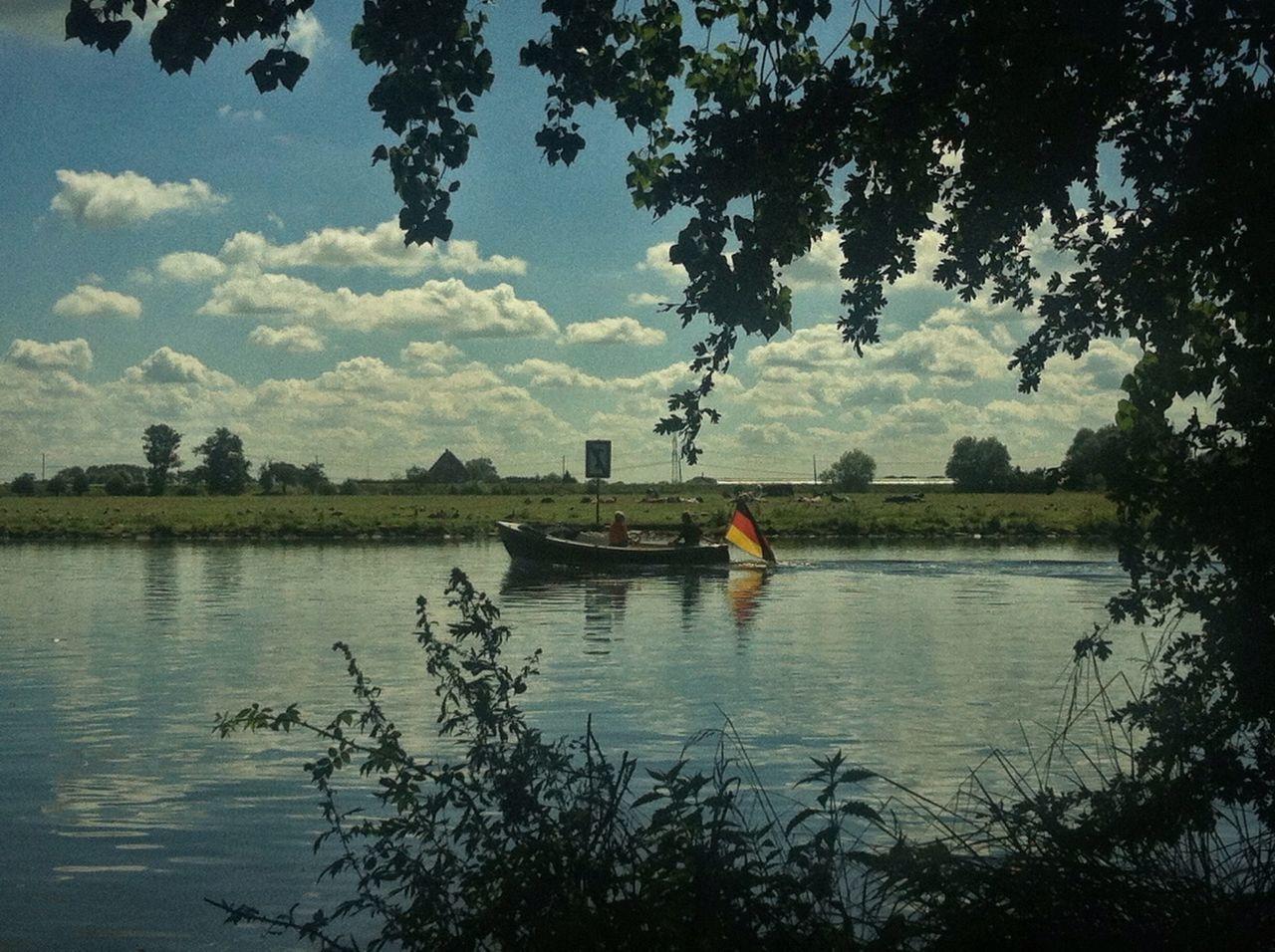 Dove Elbe Hamburg Germany Elbe Elbe River GERMANY🇩🇪DEUTSCHERLAND@ Boat Chilling Hanging Out Vignette Jopesfotos - Nature