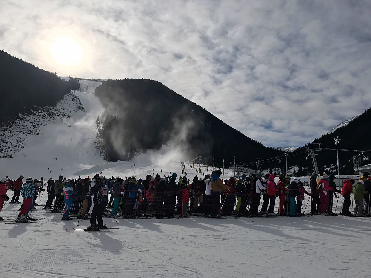 Ski Skiing Bansko Banskoskicenter Large Group Of People Real People Lifestyles Tourist Tourism Men Leisure Activity Travel Destinations Nature Hot Spring History Outdoors Cloud - Sky Day Sky Women Vacations Beauty In Nature Geyser Mountain Bulgaria