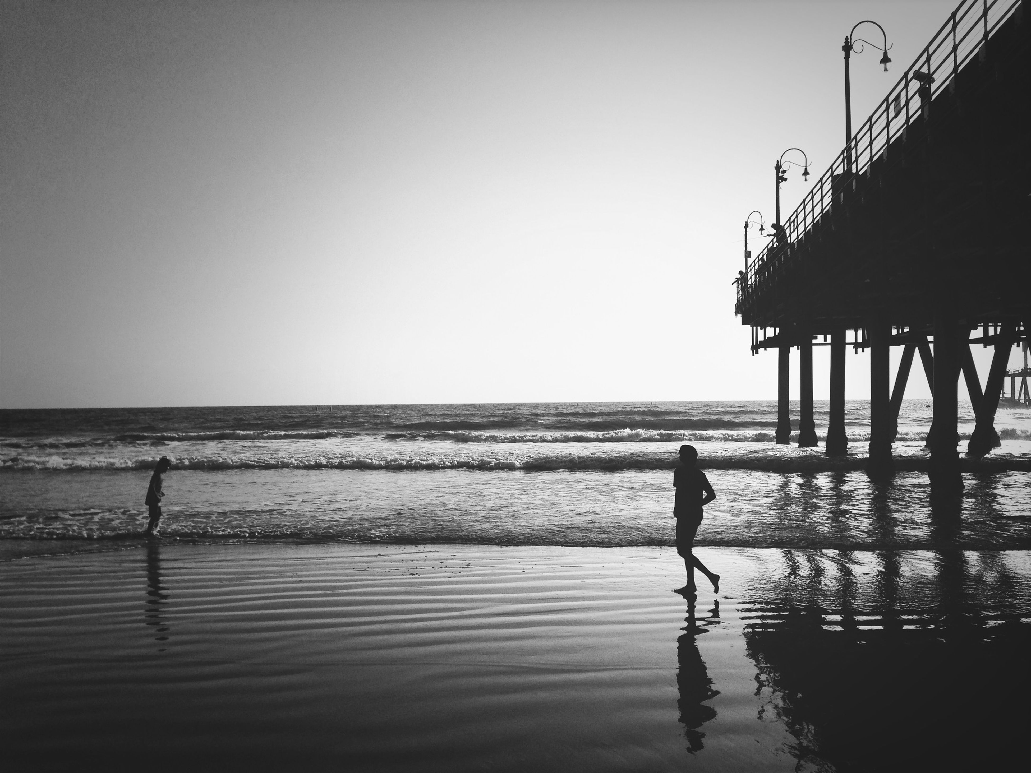 water, sea, horizon over water, clear sky, silhouette, beach, copy space, leisure activity, lifestyles, men, full length, shore, standing, person, walking, scenics, tranquil scene, tranquility, nature