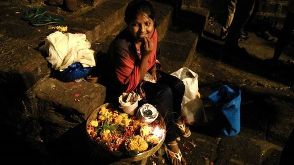 A Girl @RamKund sitting on stairs of a temple for Selling Diya or Lamps & Flowers to devotees so that she can earn some money & help her family to fulfill their basic need. Captured @ RamKund Panchvati Nashik Maharashtra India Indiabestpic Incredibleindia Ig_global_people Ig_kids Maharashta_ig Ig_maharashtra Instagram Discoverindia Natgeopeople