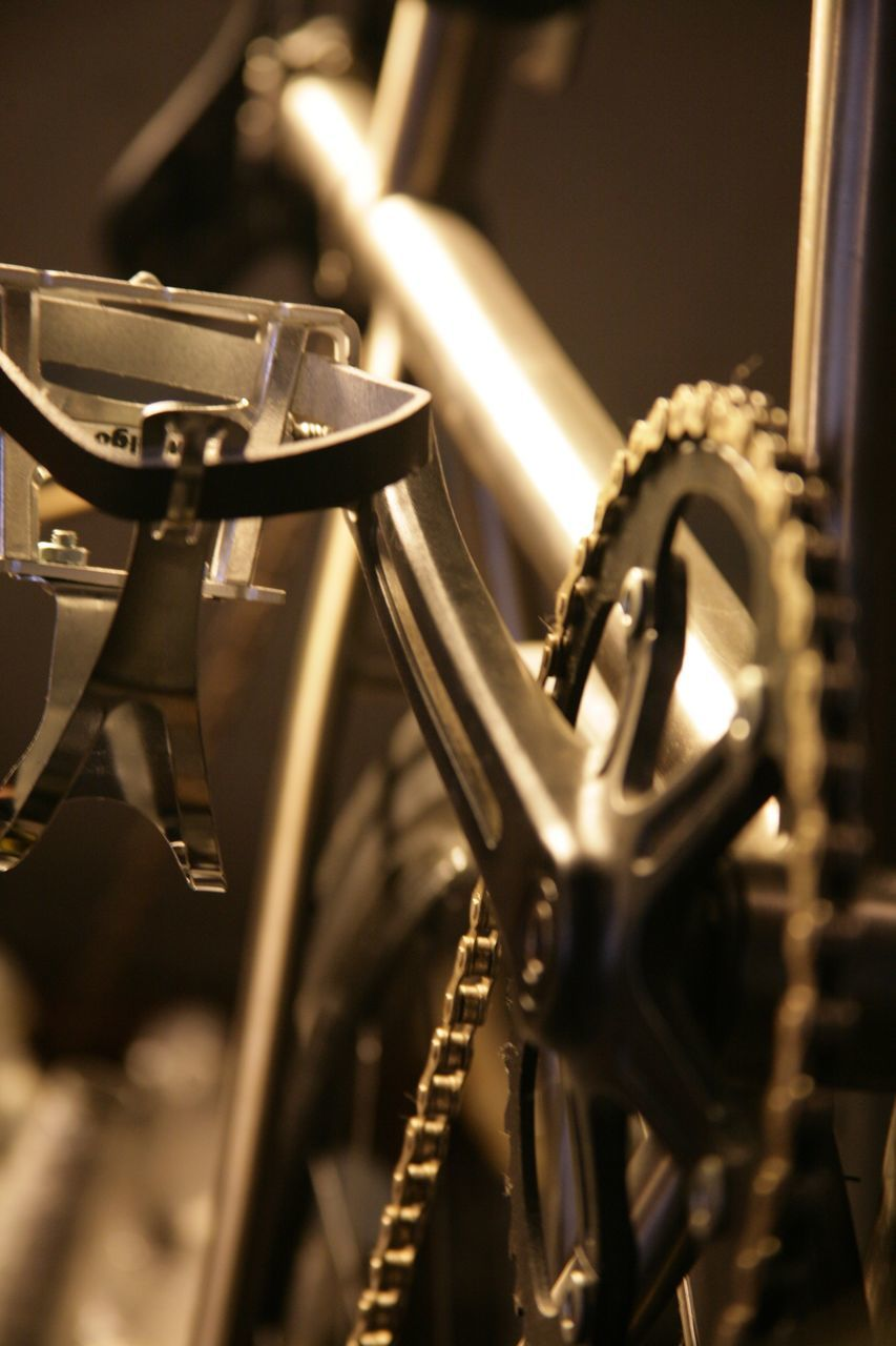 metal, selective focus, bicycle, close-up, no people, mode of transport, transportation, land vehicle, indoors, gear, day