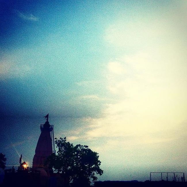 a temple, a tree, a light in the corner, and a small flag that's waving high; as if were posing for a perfect picture - photobombed by the beautiful sky. :) Sky Skylove Skyporn Skylover Sky_captures Skycaptures Skycapture Skylovers Temples Bombay Thatscene Evenings Eveningsky BombayDiaries Somewhereinbombay Beautifulsky Bliss Serene Calming Raresight Eveningslikethese Cantgetenough Shadesofsky