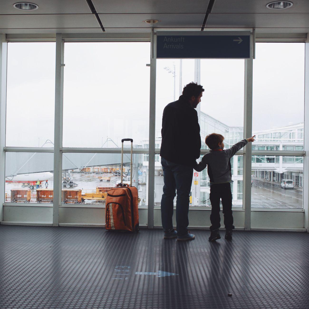 Sein erster Flug. Flughafen Airport Father & Son Vater & Sohn Berlin München Munich My Best Photo 2015