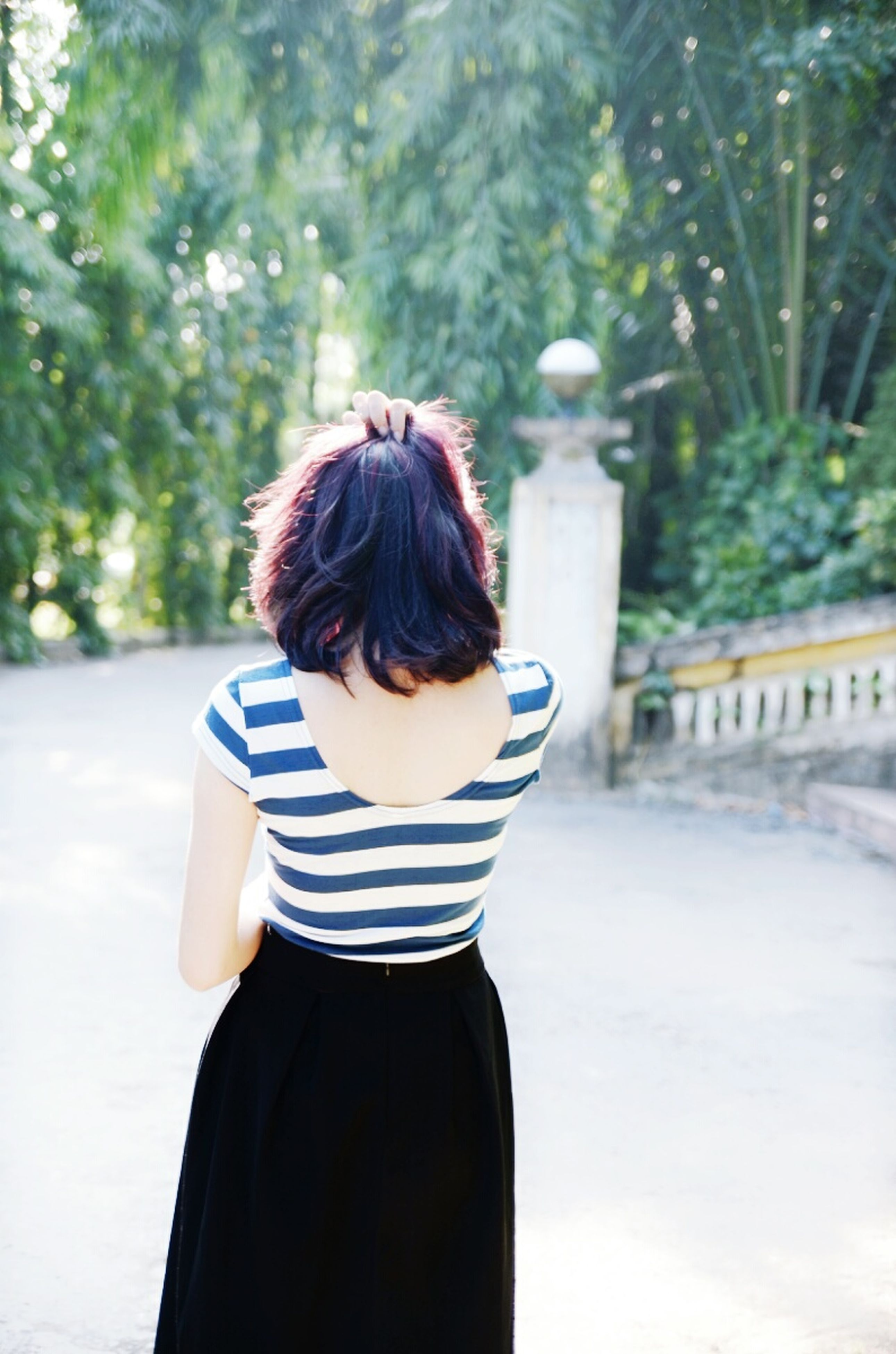 rear view, hairstyle, one person, back, real people, one woman only, human back, outdoors, day, only women, people, young adult, adults only, adult, human body part