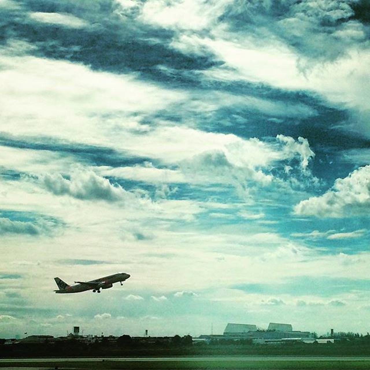 The bird is in the air... Runway Daytravel Foolingaround TakeOff Bird Bangkok Wingsofflight Clouds Leavingground Instagood Instapic Air Airplane Boeing Traveldiary Traveldiarykr7 Travel Theworldguru