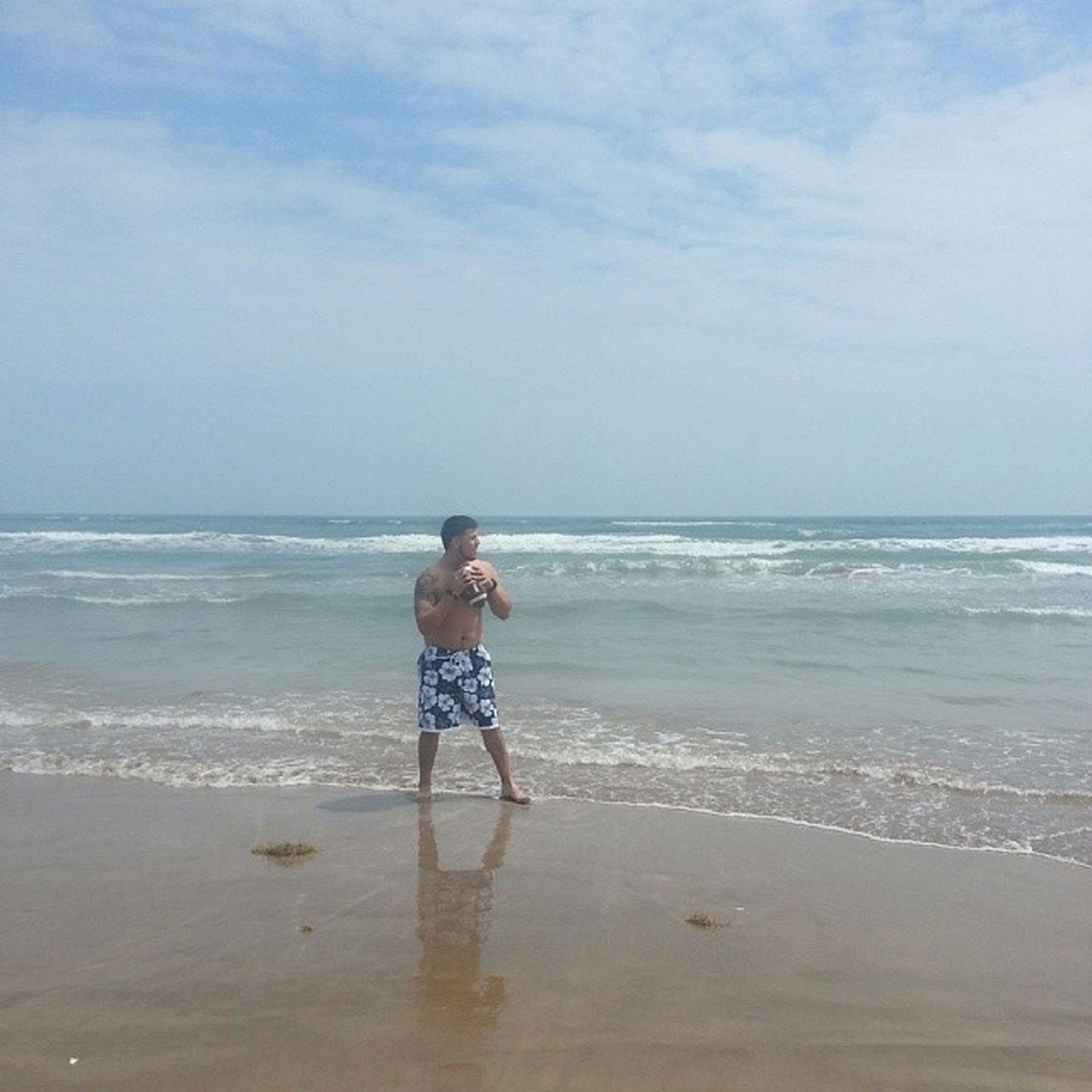 sea, beach, horizon over water, water, shore, sand, sky, leisure activity, lifestyles, full length, vacations, wave, person, scenics, beauty in nature, casual clothing, tranquility, nature