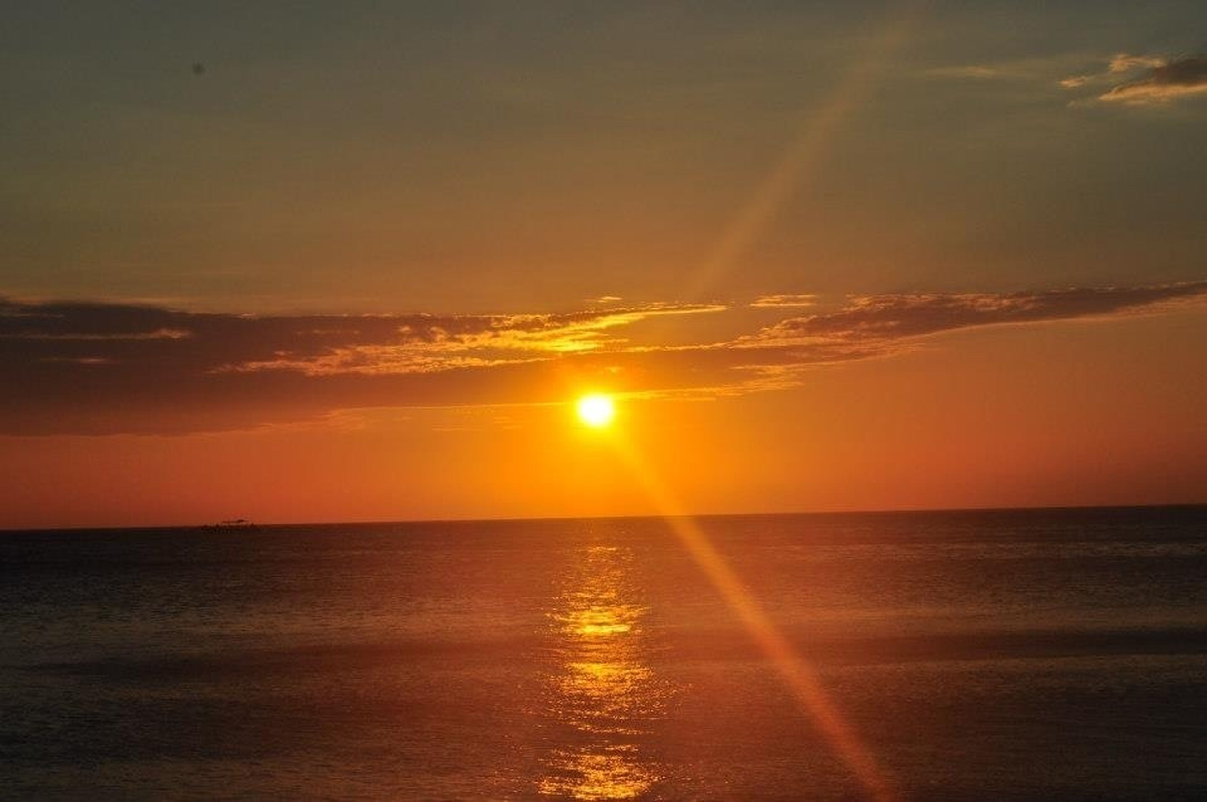 sunset, sun, sea, scenics, horizon over water, water, tranquil scene, beauty in nature, orange color, tranquility, sky, idyllic, reflection, nature, sunlight, waterfront, sunbeam, cloud - sky, cloud, outdoors