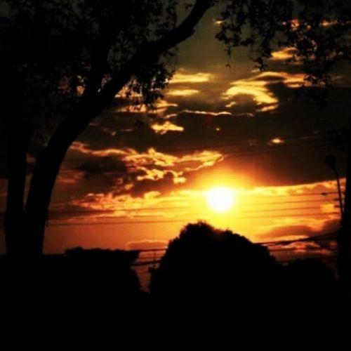 Pôr do Sol Muito calor... Tipo 307°C Por volta das 17h45min em Boa Vista - RR Muito lindo Sol Calor Pordosol Boavista Roraima Norte Brasil Qualseuceu Entardecer Preto Laranja Amarelo Vermelho