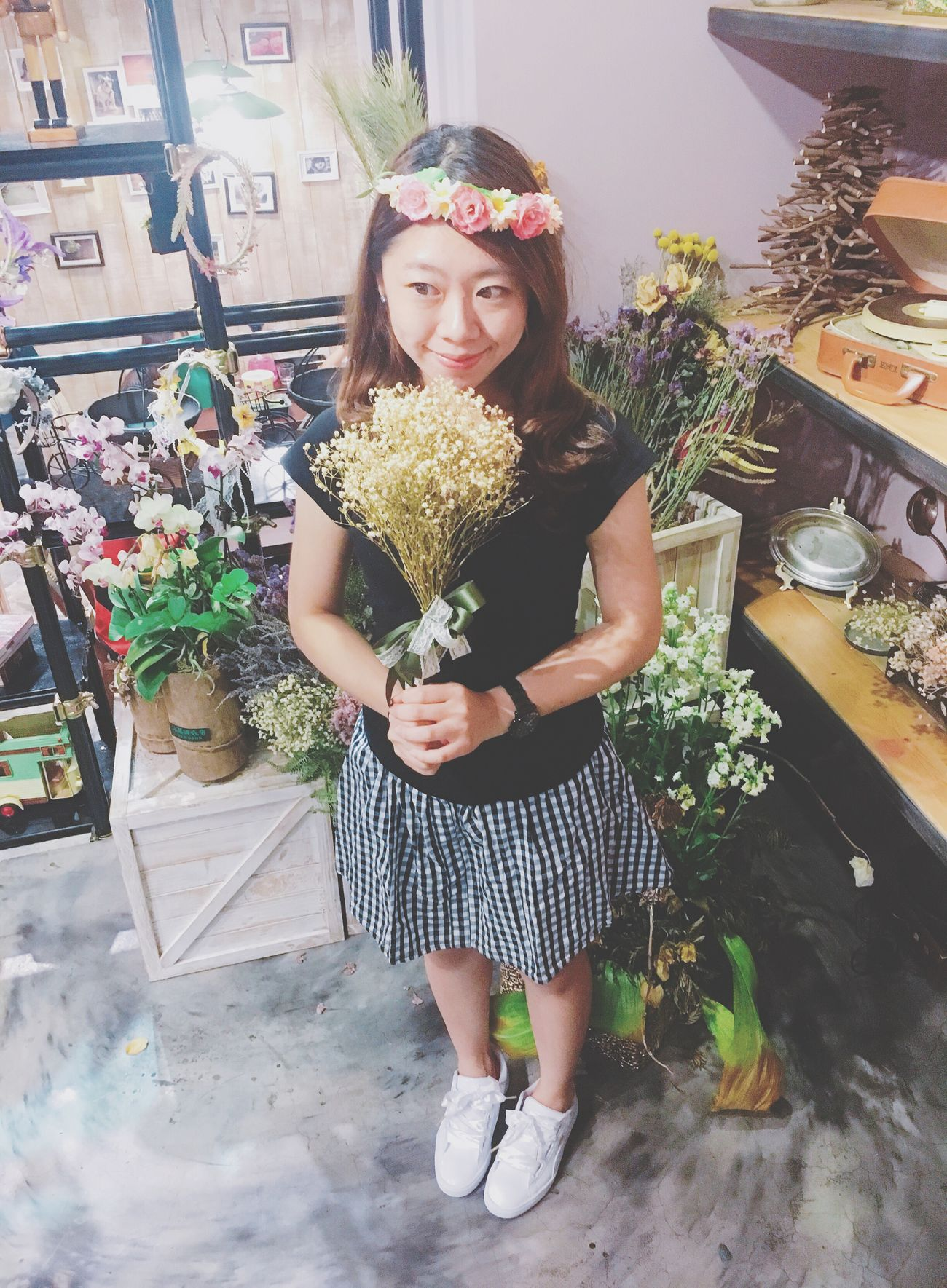 Flower Shop Beautiful Woman Mylife Dinnertime Adults Only Standing Front View Indoors