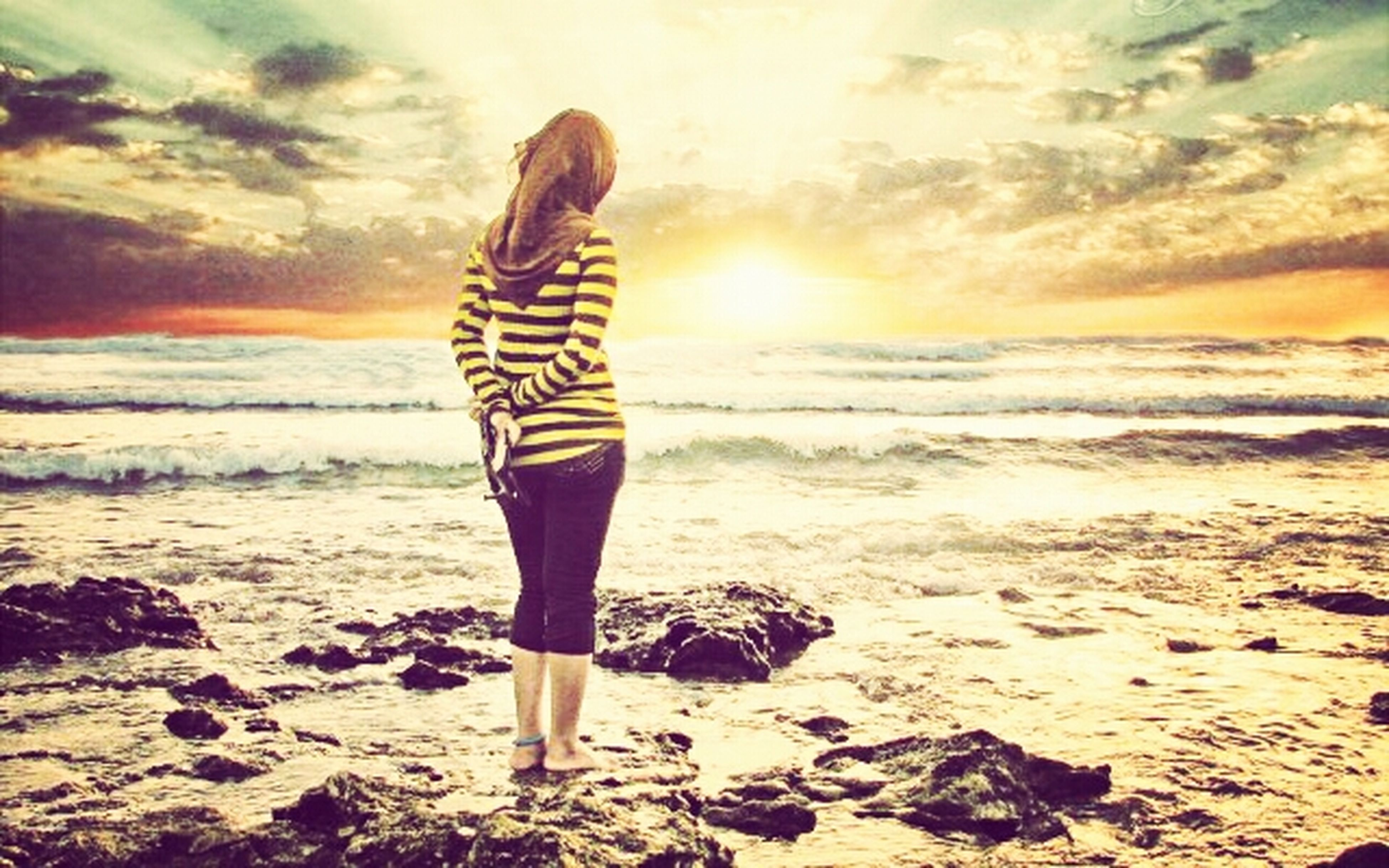 beach, sea, shore, sky, sand, lifestyles, leisure activity, full length, sunset, standing, tranquil scene, scenics, beauty in nature, horizon over water, water, vacations, tranquility, casual clothing