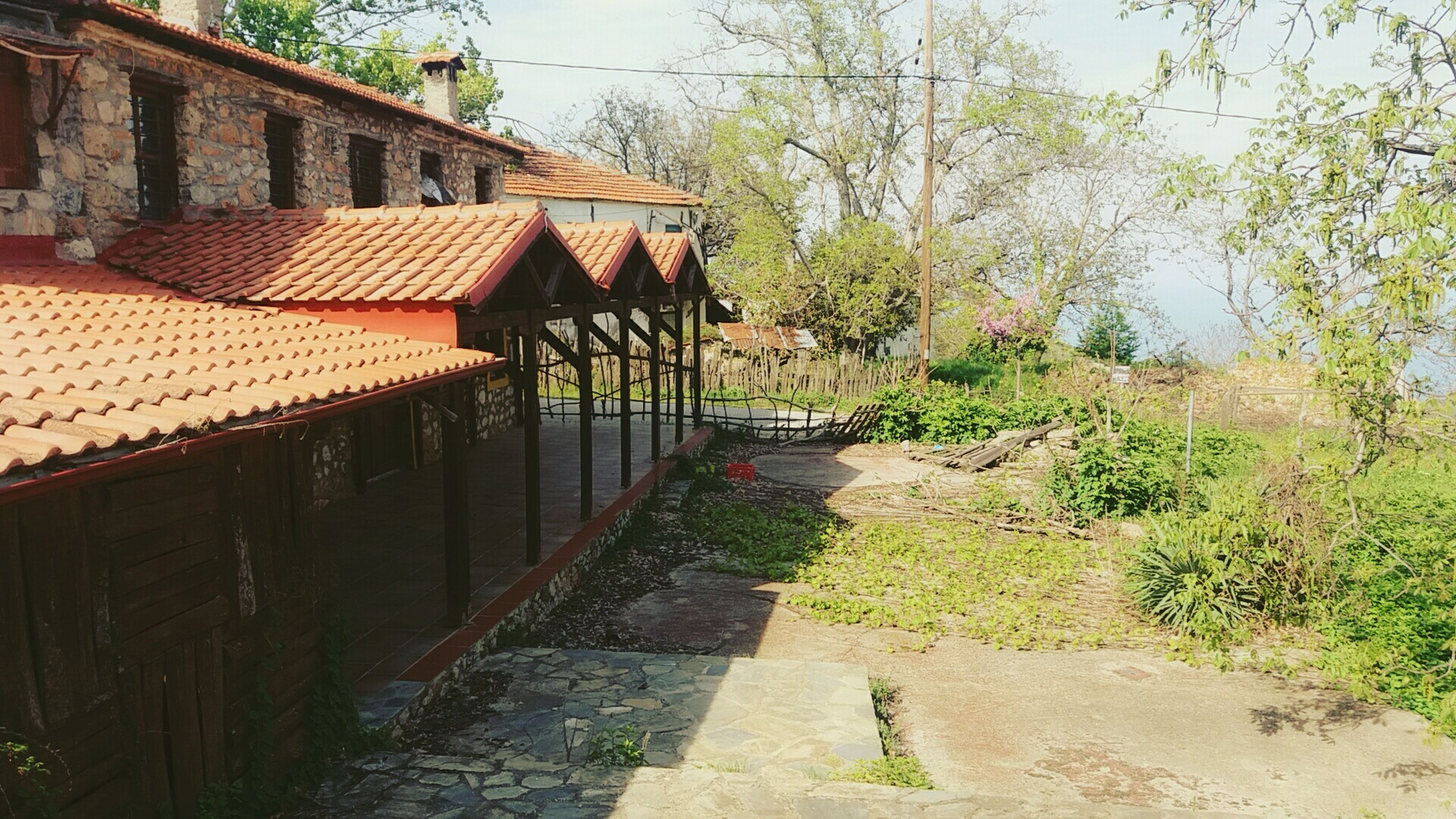 built structure, architecture, no people, building exterior, outdoors, day, house, tree, nature, tiled roof, sky