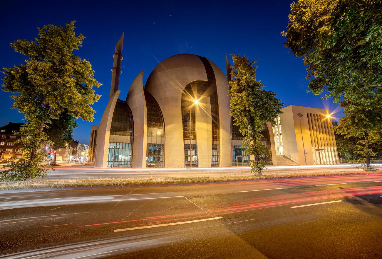 Die Moschee in Ehrenfeld bei Nacht ;) Moschee Mosque Ehrenfeld Ditib Nachtfotografie Nachtaufnahme Nacht Langzeitbelichtung Langzeitaufnahme Köln Cologne Urban Architektur Architecture The Architect - 2016 EyeEm Awards