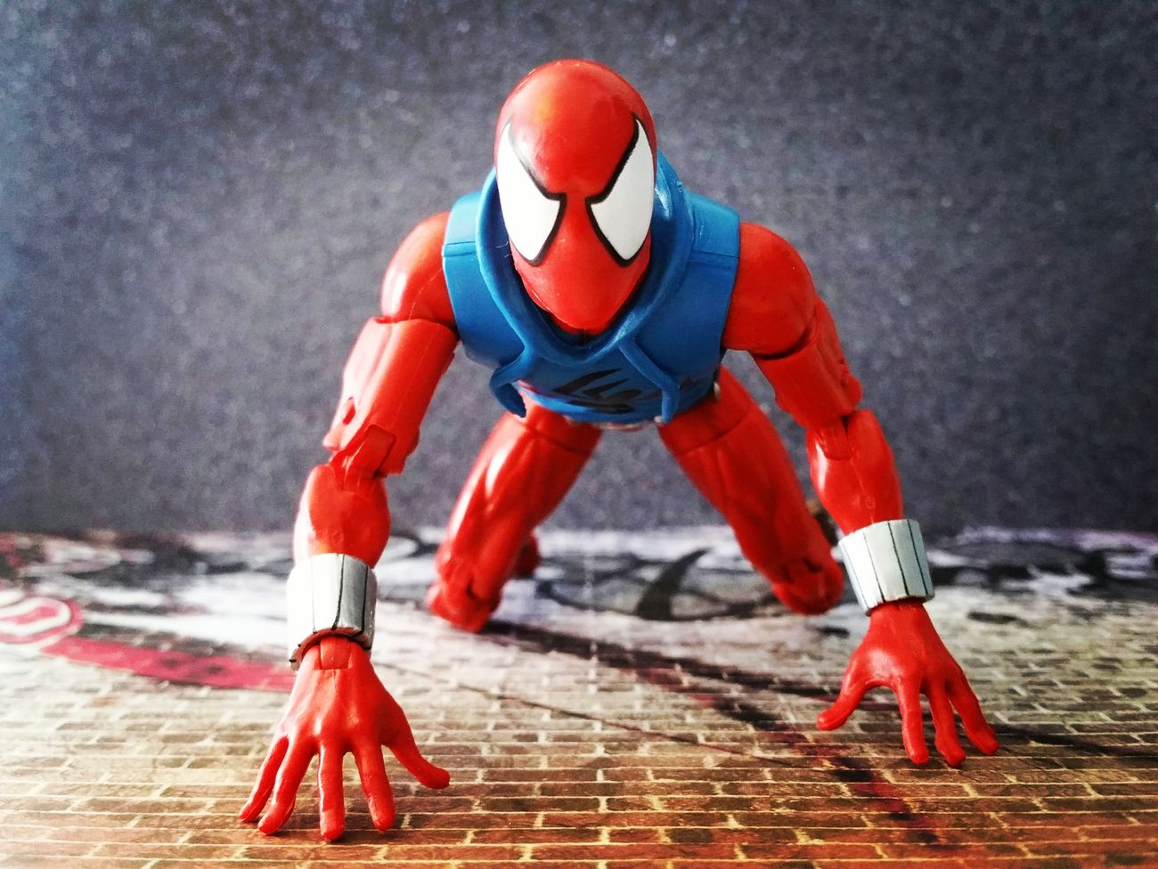 Only way is up.... Marvellegends Marvellegendscommunity Scarletspider Benreilly Spiderman Peterparker Spiderverse Marvelinfinite Articulatedcomicbookart Marvelactionfigure Marvelcomics Theamazingspiderman Hasbro Actionfigure Toycrewbuddies ACBA Toyphotography Marvel