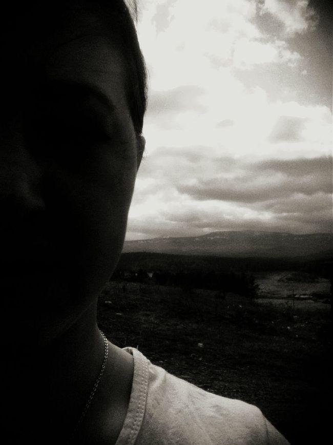 Едем на учебу и я решила сфоткать горы после города Сатки) все было красиво, но фото не вышло Selfie ✌ сатка горы там был снежок все было красиво...