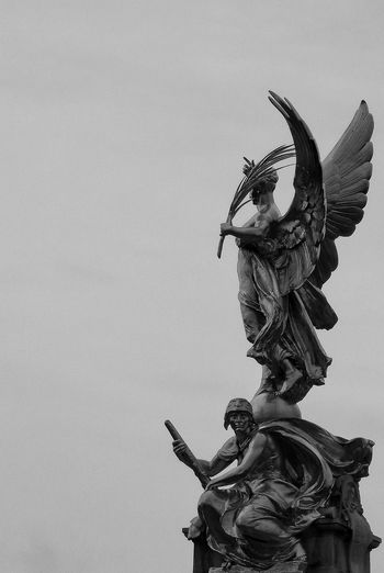Winged Victory Courage Victoria Memorial Buckingham Palace Outside Statue Outdoors Day Sky Sculpture Bronze Statue Travel Destinations London Memorial Visit London Human Representation No People Art And Craft Thomas Brock Bronze Sculpture Travel Welcome To Black Black&white Monochrome Black And White