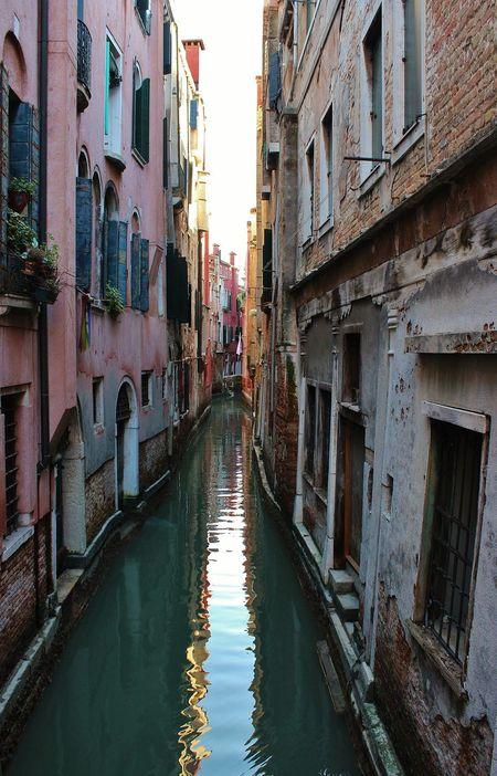 Acqua Architecture Building Exterior Built Structure Canal Canales City Cultures Day Gondola - Traditional Boat No People Outdoors Ponti Riflessi Sull'acqua Sky Travel Destinations Umidità Venice, Italy Water