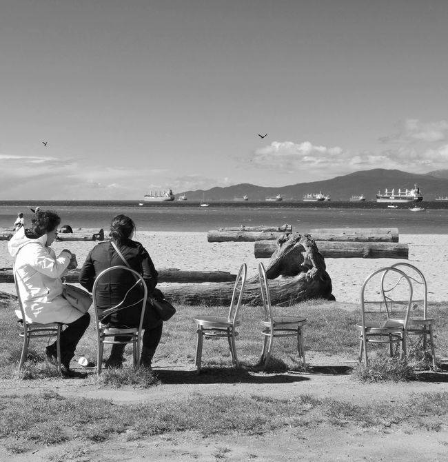 Streetphoto_bw Streetphotography Beach Seaside Landscape Seascape Chairs Blackandwhite People People Watching Peoplephotography Blackandwhite Photography