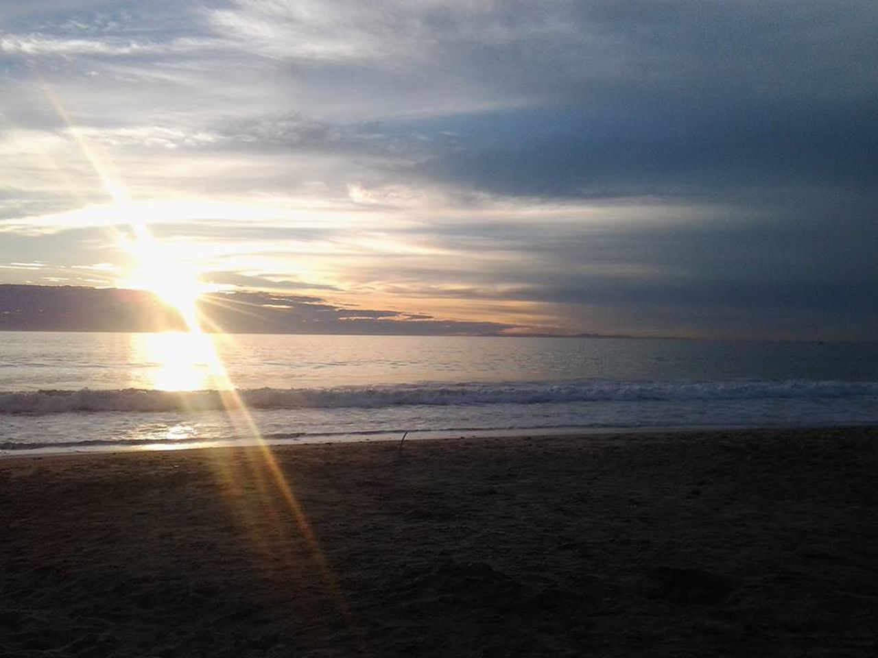 sea, sunset, scenics, beauty in nature, horizon over water, beach, nature, water, sun, tranquil scene, tranquility, sunlight, sky, sunbeam, lens flare, idyllic, cloud - sky, reflection, outdoors, no people, sand, wave, day