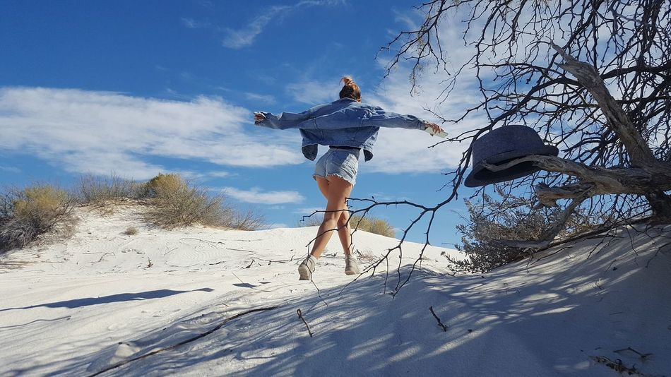 Yong woman in white desert, Mexico Mexico Girl Woman Dunas De Yeso Desert White Nature Sky Adventure Day Sand Outdoors Vacations Cloud - Sky Snow Full Length Beach Sport People Leisure Activity Adult Beauty In Nature Human Body Part Low Angle View