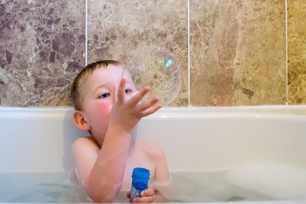 Beautiful stock photos of badezimmer, 2-3 Years, Bathroom, Bathtub, Boys
