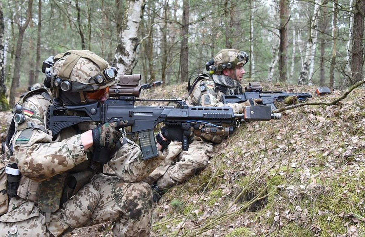 Weapon Gun Military Rifle Camouflage Clothing Shooting A Weapon Outdoors Army Lying Down Two People Army Soldier Tree Bundeswehr Military Uniform Camouflage Germany🇩🇪 Air Force German Air Force Teamwork German Army Protection Gun Heckler & Koch