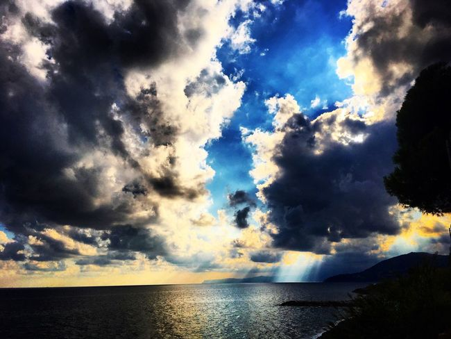Sea Scenics Tranquil Scene Water Tranquility Sky Beauty In Nature Cloud - Sky Horizon Over Water Blue Nature Cloud Cloudy Idyllic Waterfront Majestic Calm Non-urban Scene Cloudscape Day