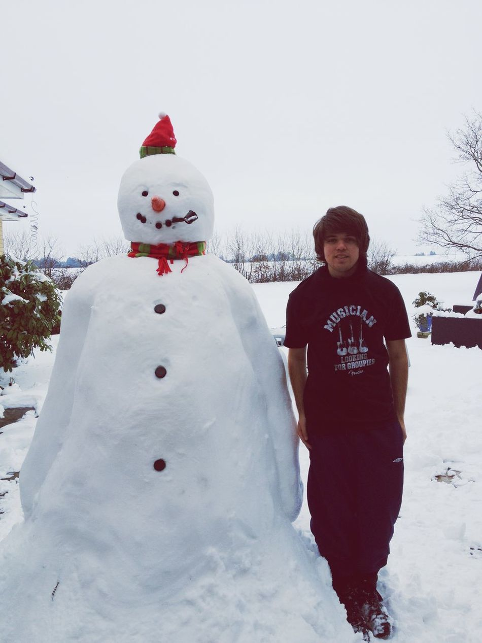 Beautiful stock photos of snowman,  20-24 Years,  Art And Craft,  Casual Clothing,  Caucasian Ethnicity