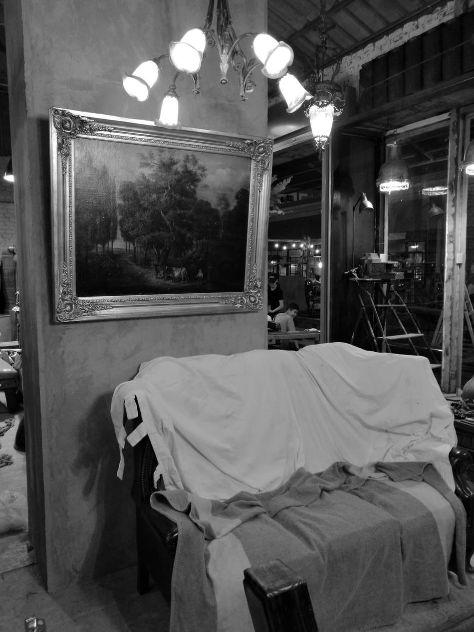 Indoors  Monochrome Vignette Antiques Huawei P9 Plus 60's Style.... 70's Style Indoors  Back And White Sofar....